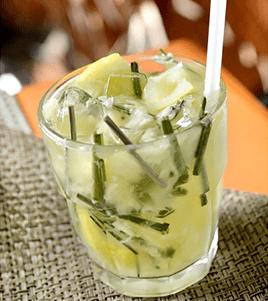 Caipizena (abacaxi, capim limão, gelo de garapa e limão siciliano)