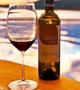 Vinho da casa cuidadosamente produzido na região do Piemonte com 100% da uva Barbera